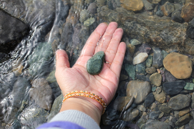 Mommy Labs_Kashmir_Lidder River_Pebble_Meditation